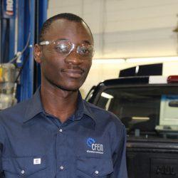 Prince Koko Bisimwa Congo, élève boursier en mécanique automobile